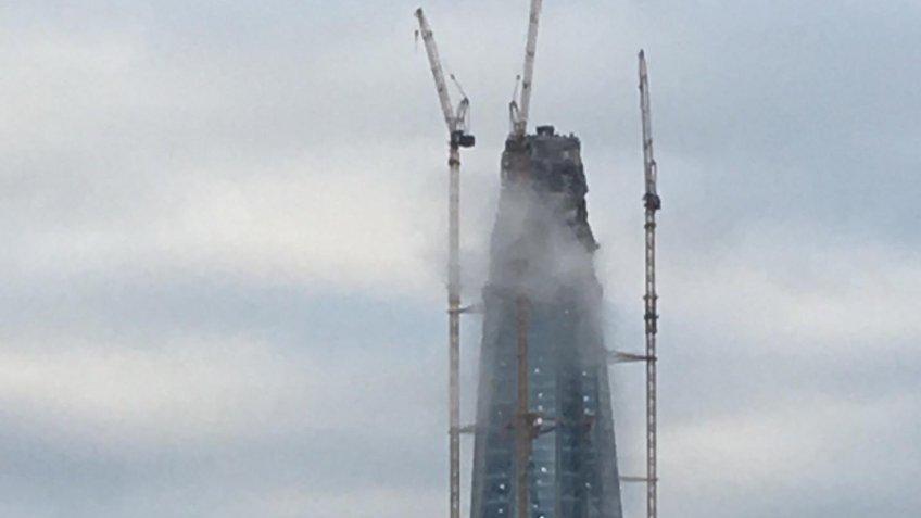 У «Лахта-центра» увидели дым